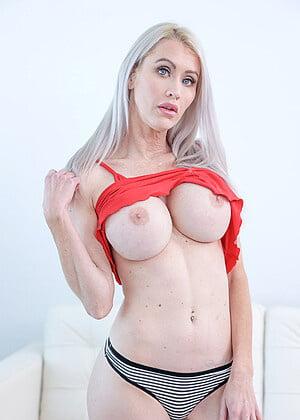 Big round boobs - 68 Pics