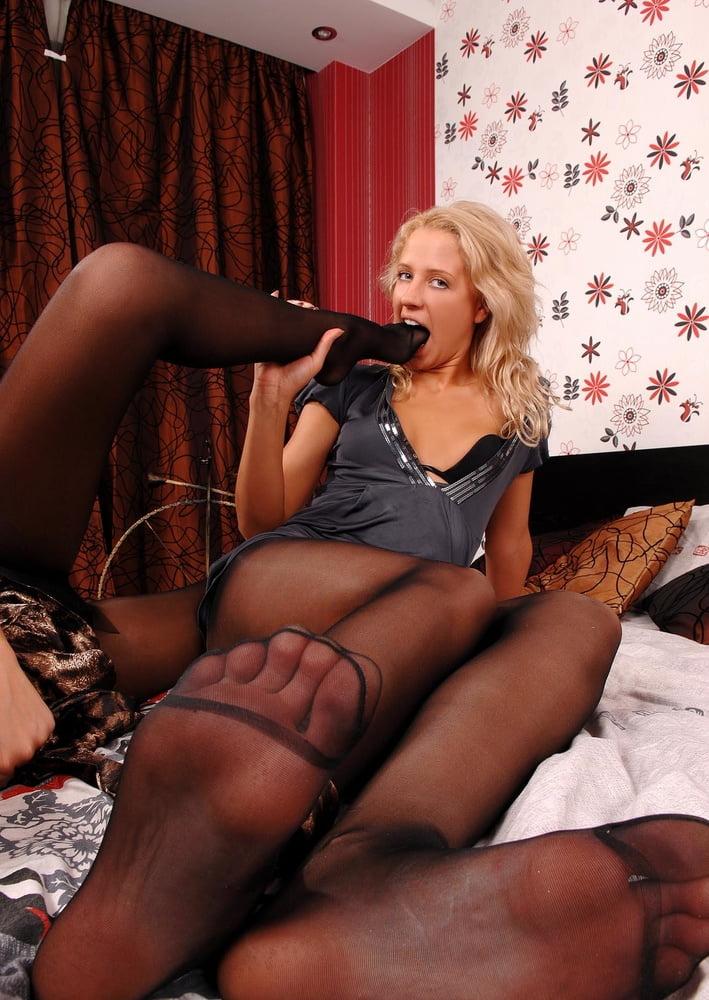 Lesbian foot fetish pic-3670