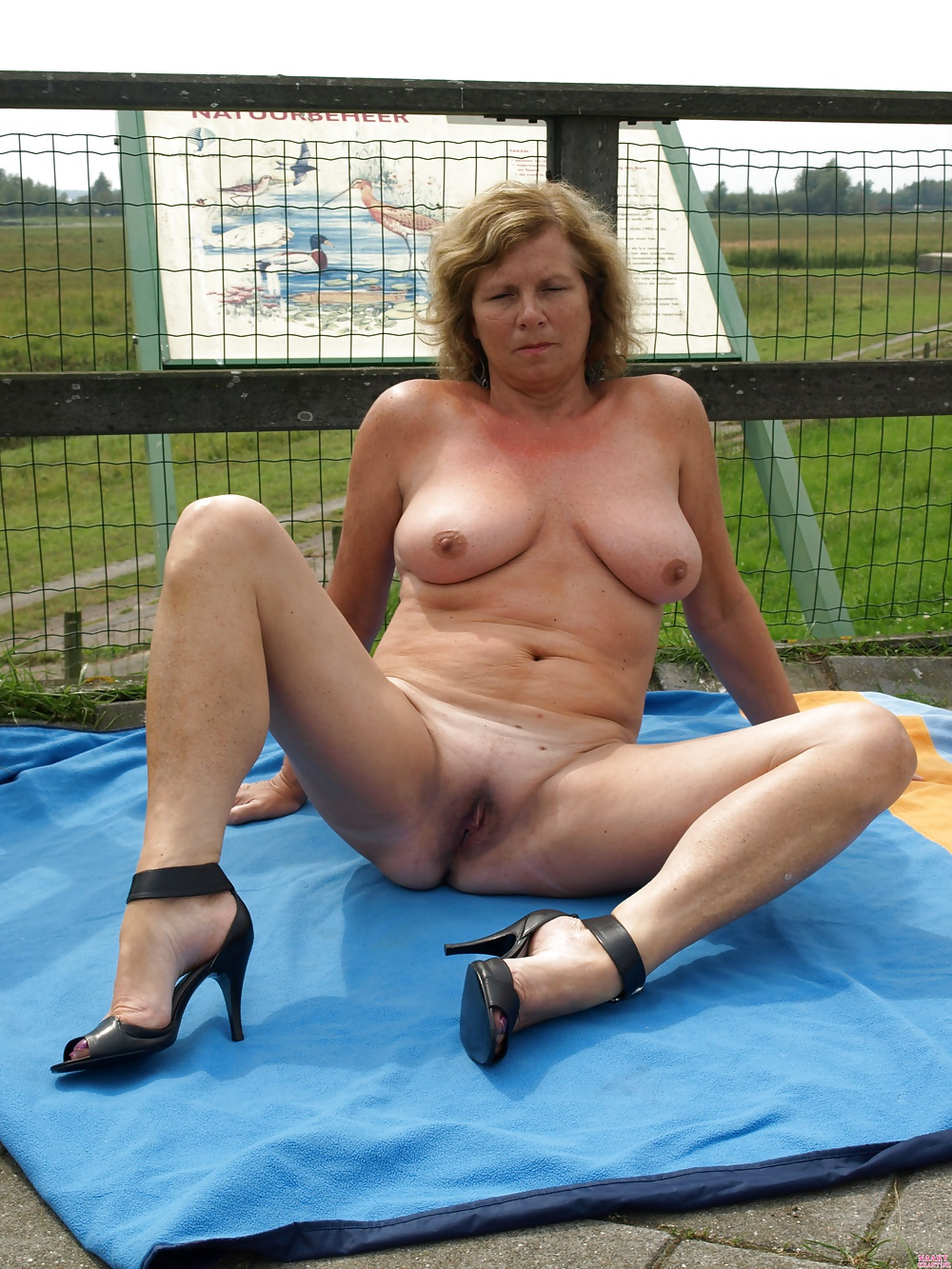 Mature exhibitionist wife videos — img 14