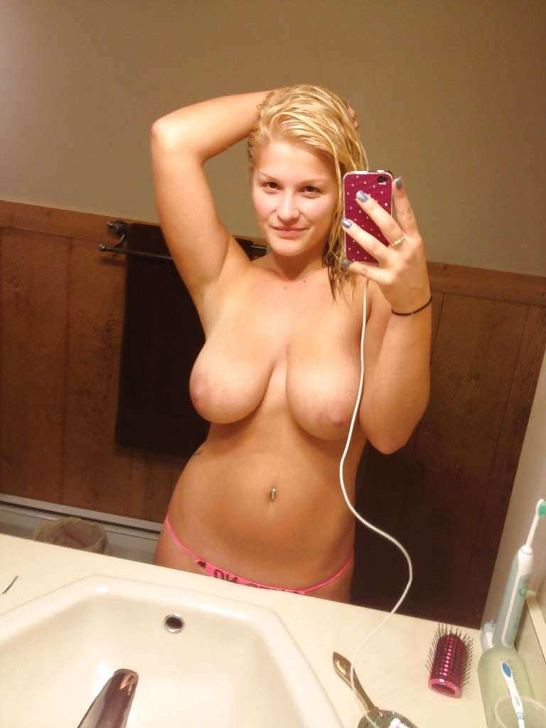 Busty nude selfies — pic 8