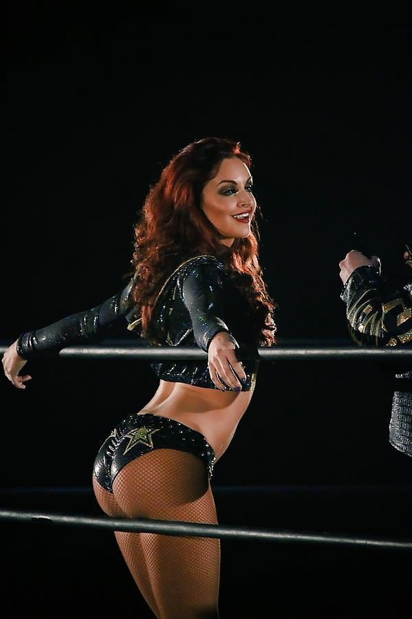 Maria kanellis in bed — pic 7