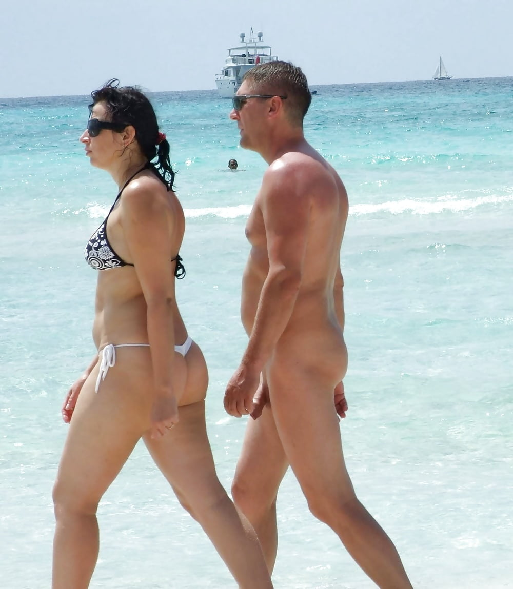 Full naked woman man in beach — photo 9