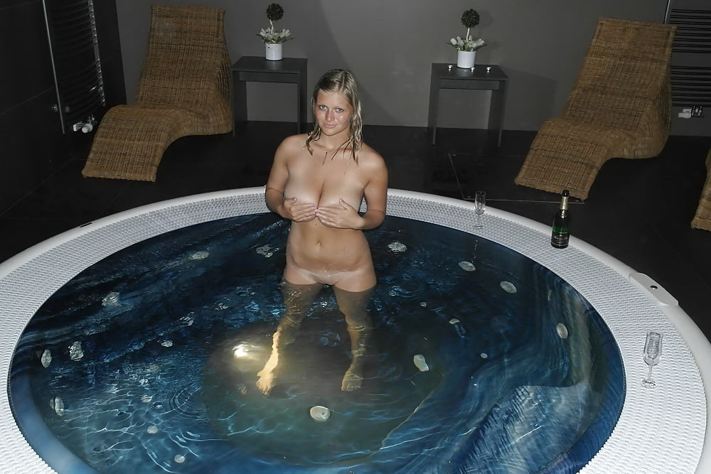 Nude girls hot tub amateur 4