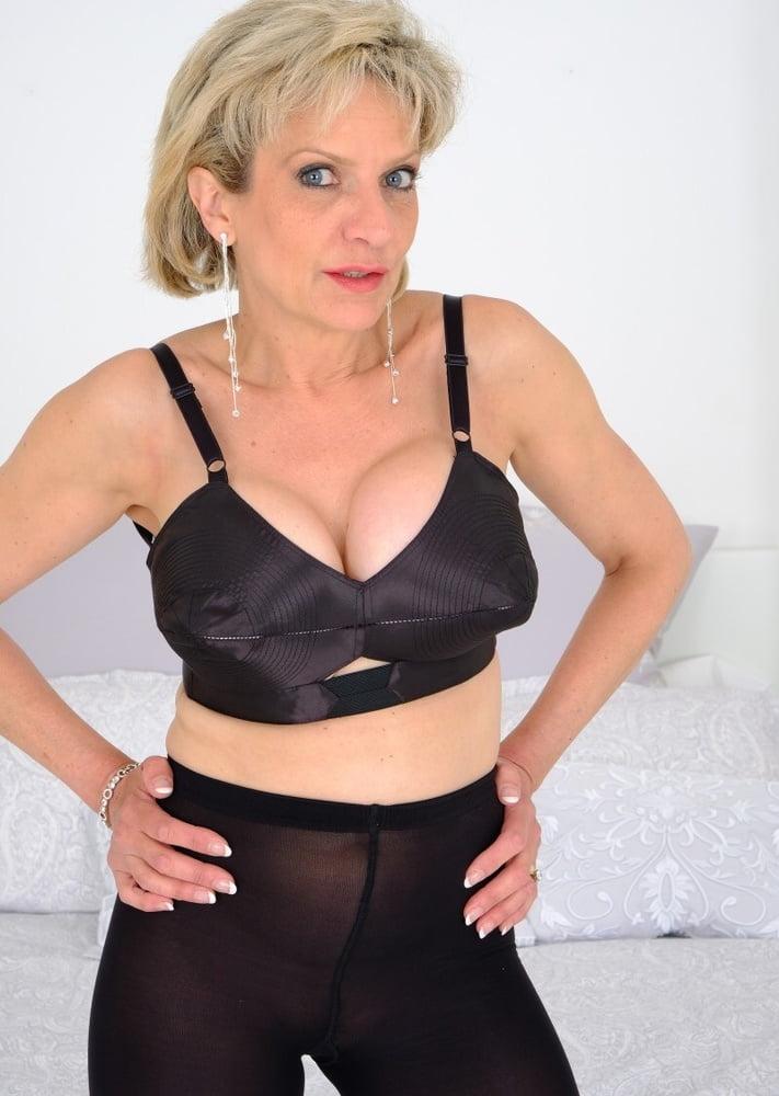 Lady sonia in tan pantyhose