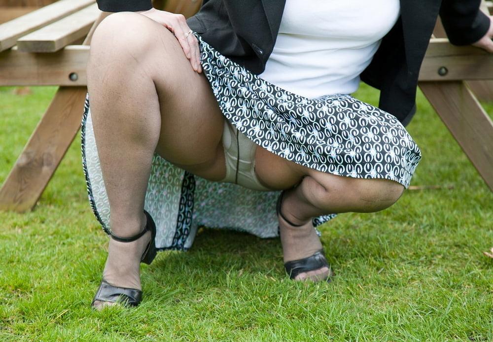 Older women skirt pics