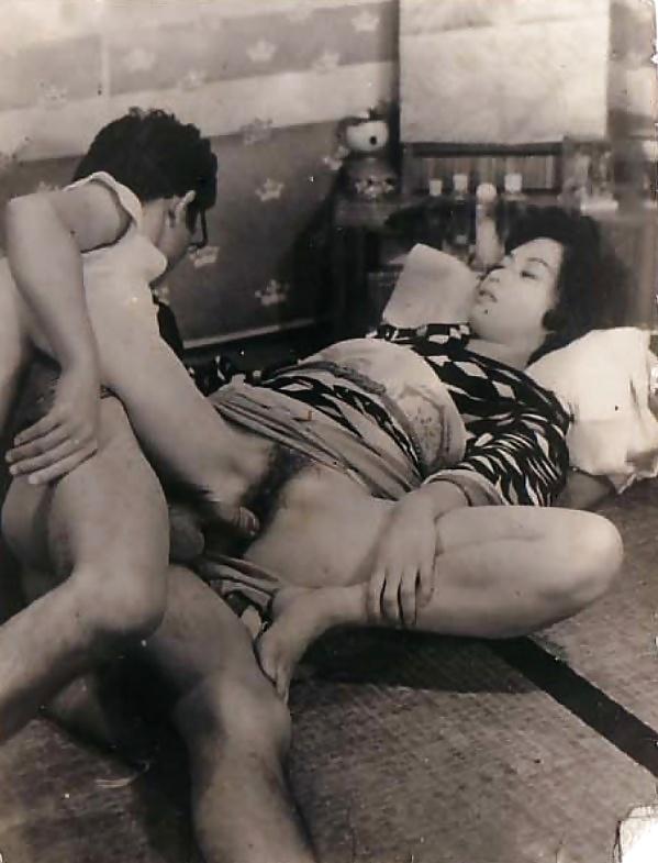 anuse-porno-retro-yaponiya-chlen-nasadil