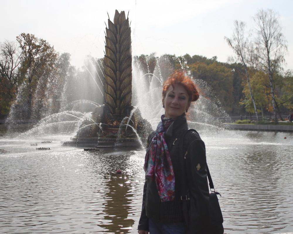 Near Fountain - 20 Pics