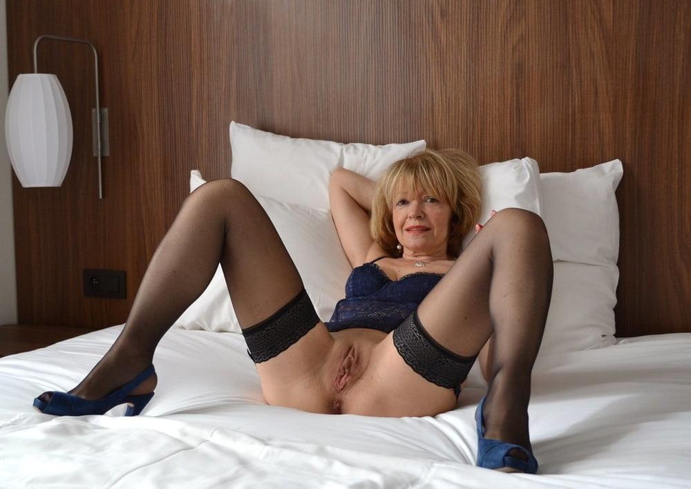 Sexy Older Women - 65 Pics