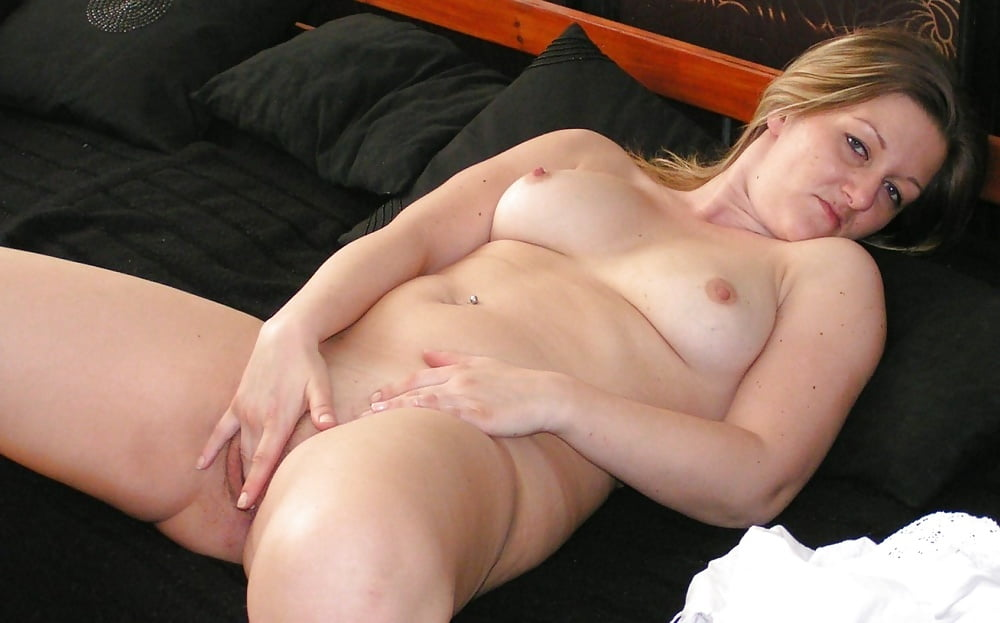 Bored Housewife Poses Naked To Spice Up Her Sex Life