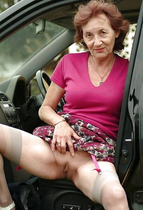 middle-aged-ladys-naked-in-cars-girls-having-sex-with-dolls