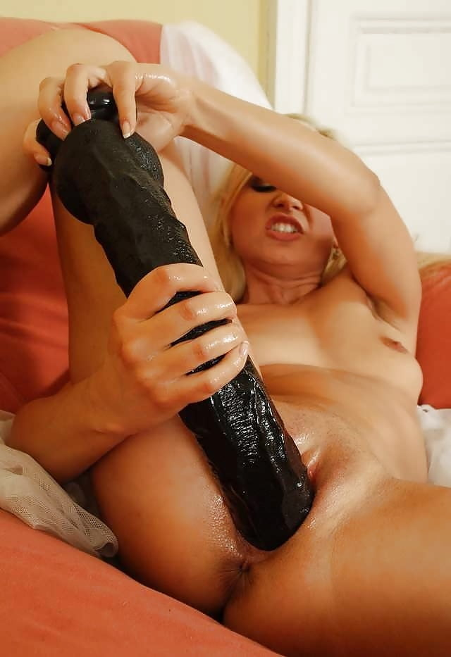 deepthroat-rough-fisting-dildo-lewww