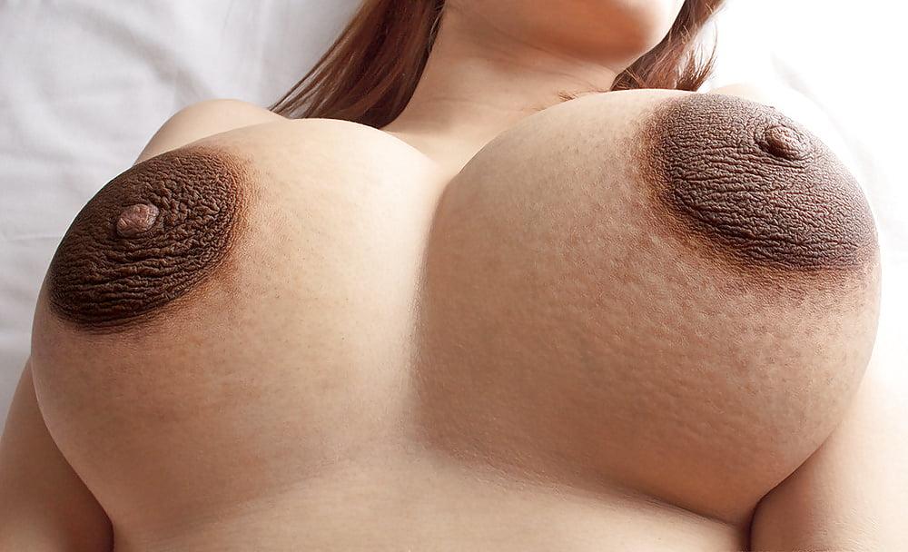 огромные темные ореолы сисек - 11