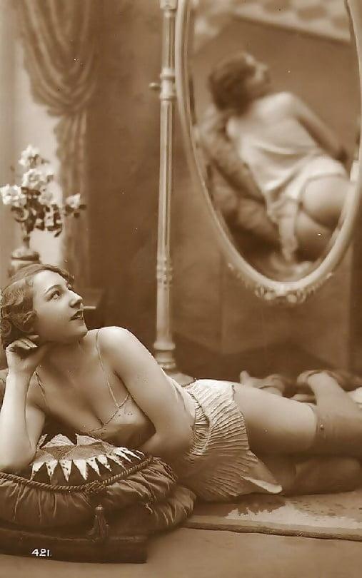 naked-victorian-babe-h-black-bikini