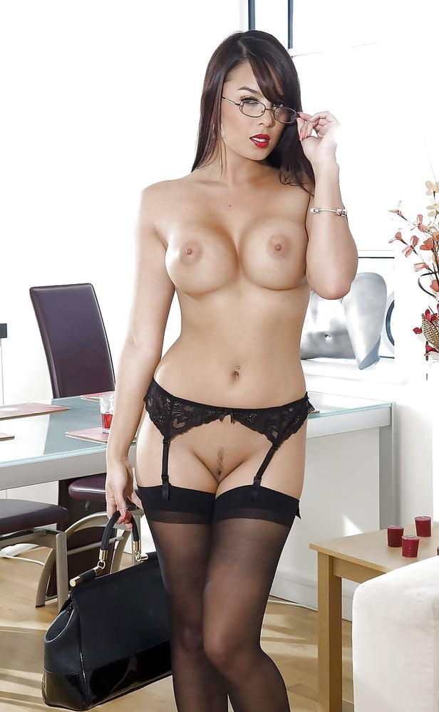 hot-naked-secretaries