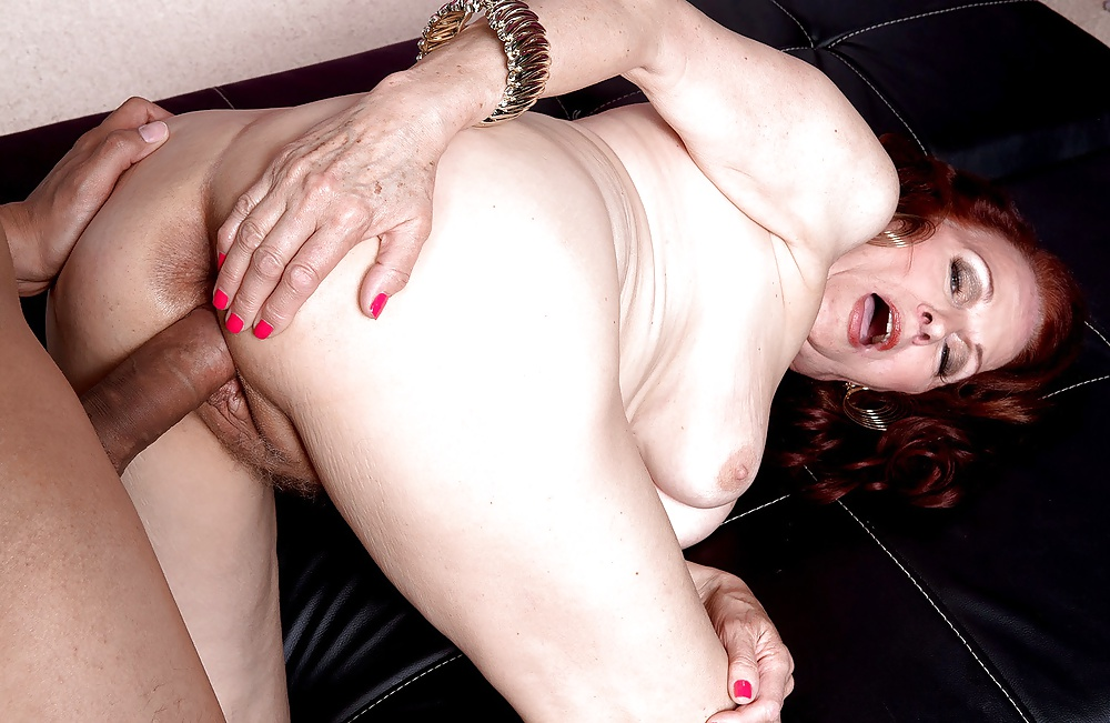 Mature pussy young dick