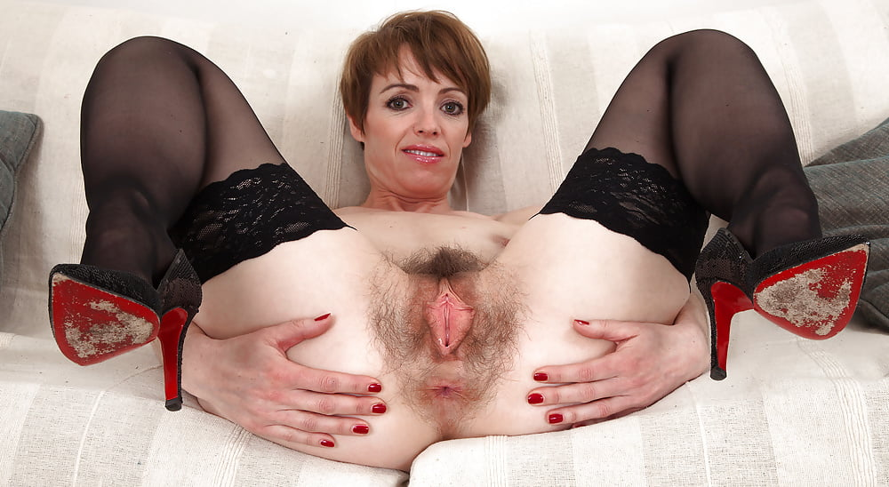 mature-hairy-pussy-in-stockings