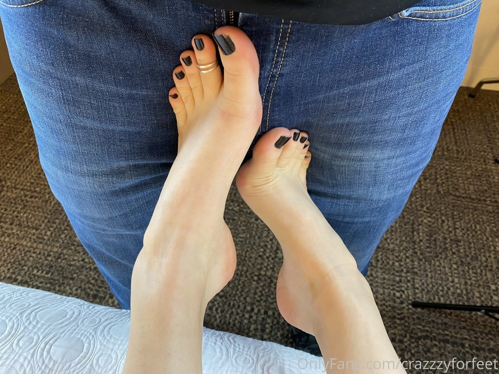 Sexy FootQueen I want to Fuck (Onlyfans, Feet, Milf)