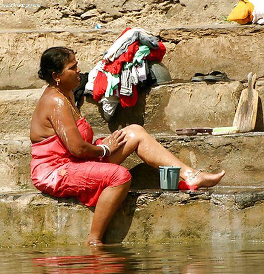 Tamil aunty saree nude
