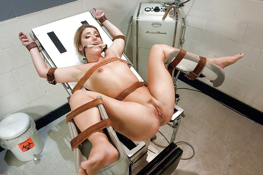 порно что женщина привязана на кресле - 1