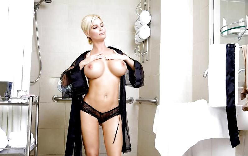 Milf having hot sex