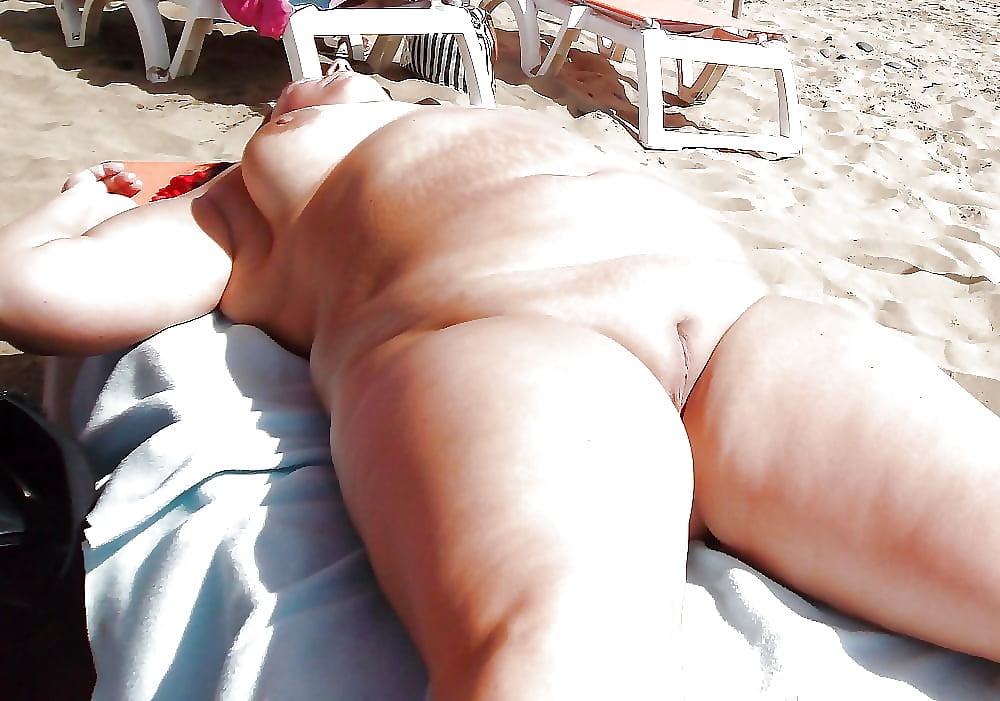 Sexy chubby ass in the beach — photo 11