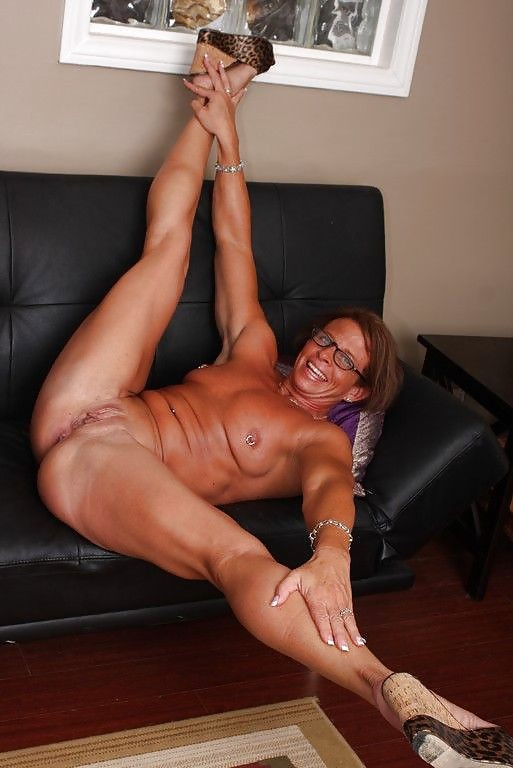 Muscular female legs in porno