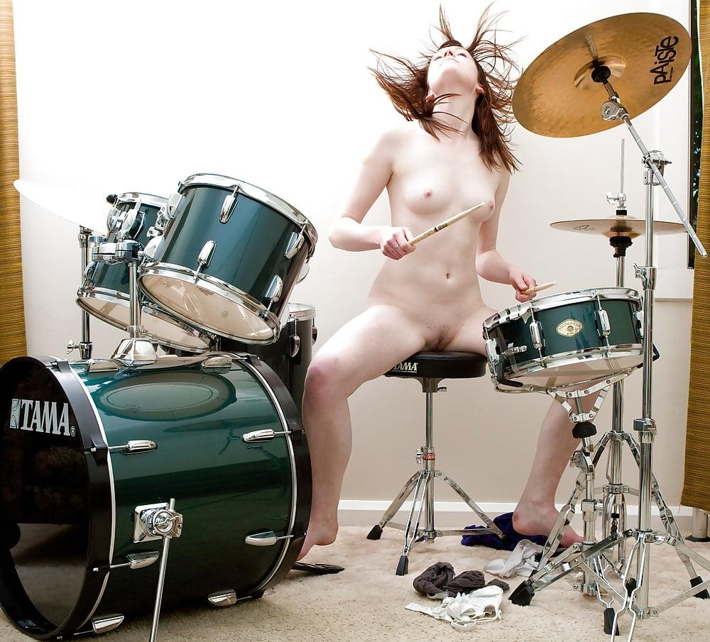 Эротические барабанщицы видео