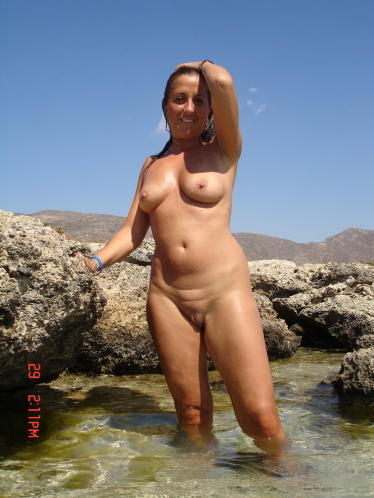 Curvy Vacation MILF Shows Her Big Tits & Round Ass At Beac - 68 Pics