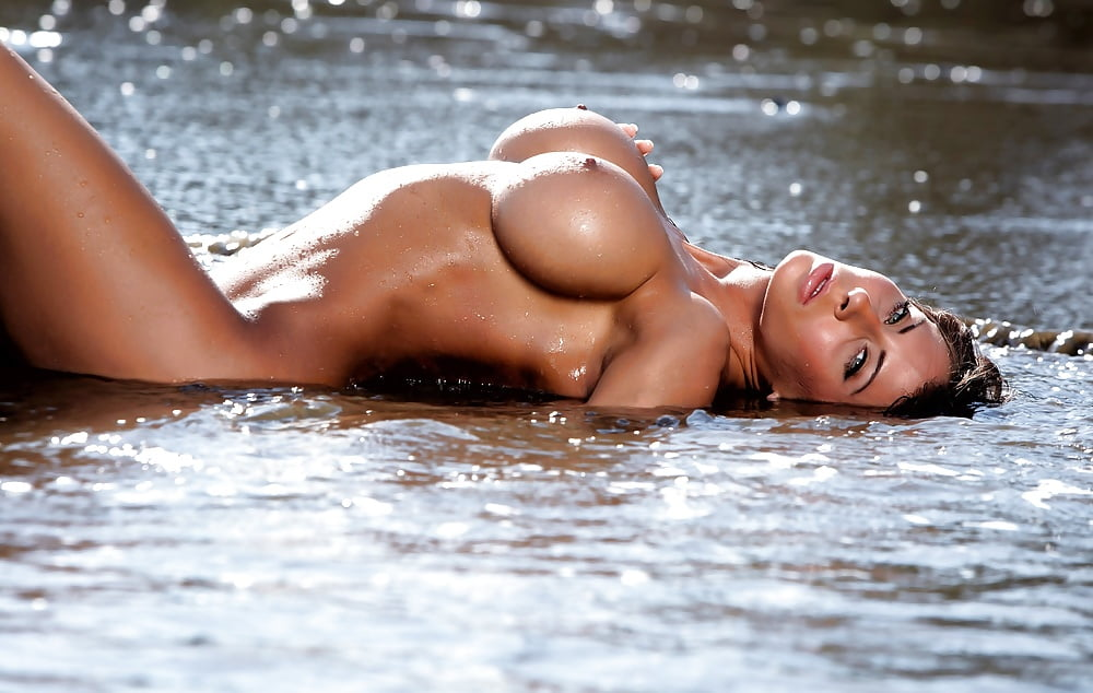 Wet hot naked blonde girls