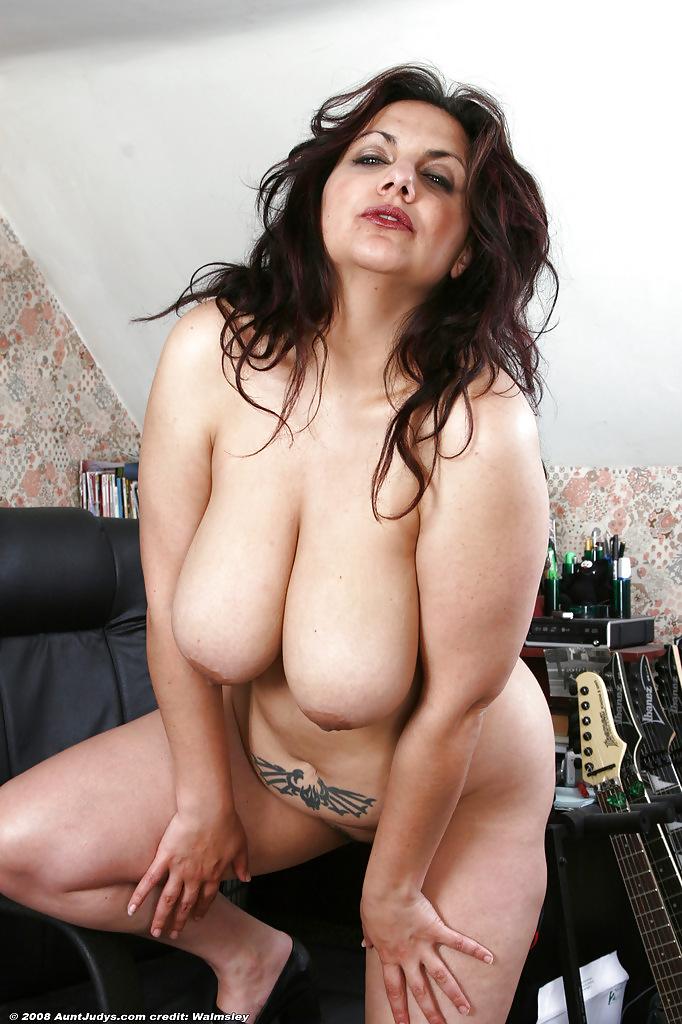 Plumper brunette milf, ls models tvn ucranian pic