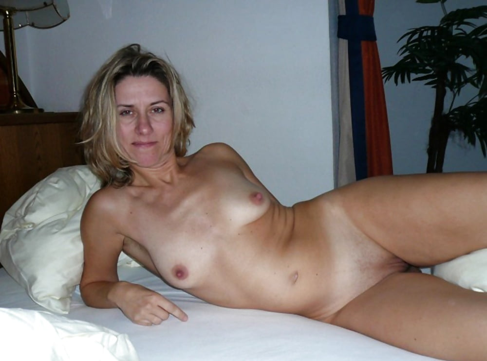 Nude moms on twitter
