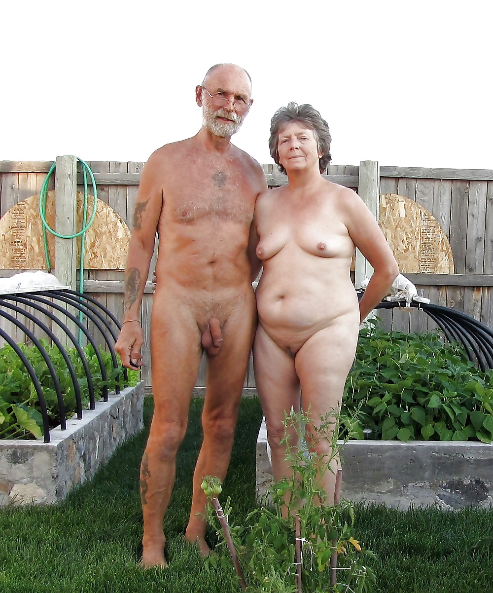 Horny old couple acts really naughty while taking a bath