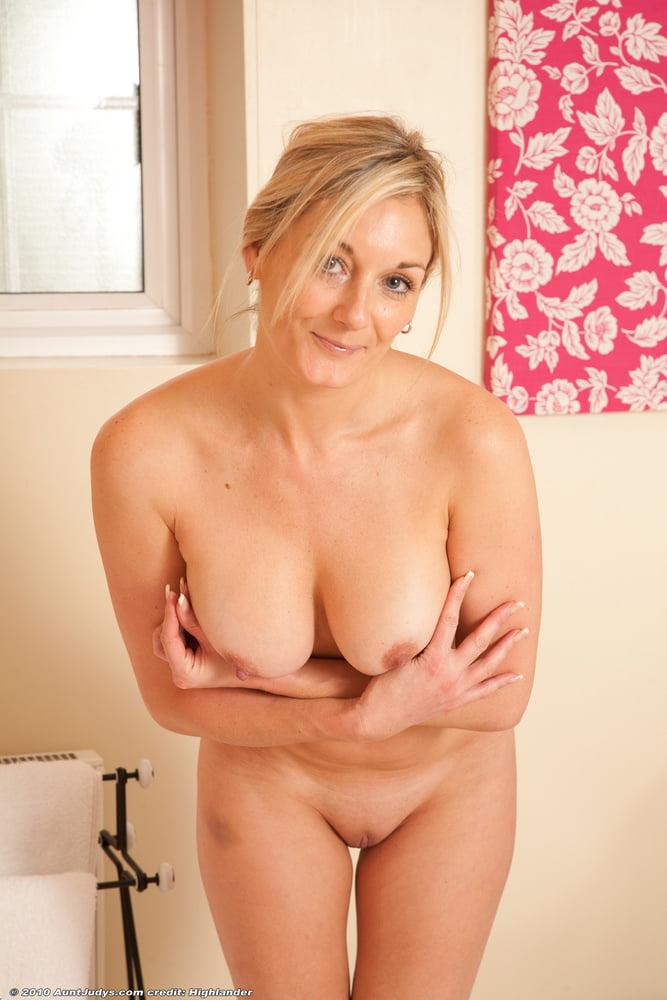 spread-aunt-naked-glory-hole-girls
