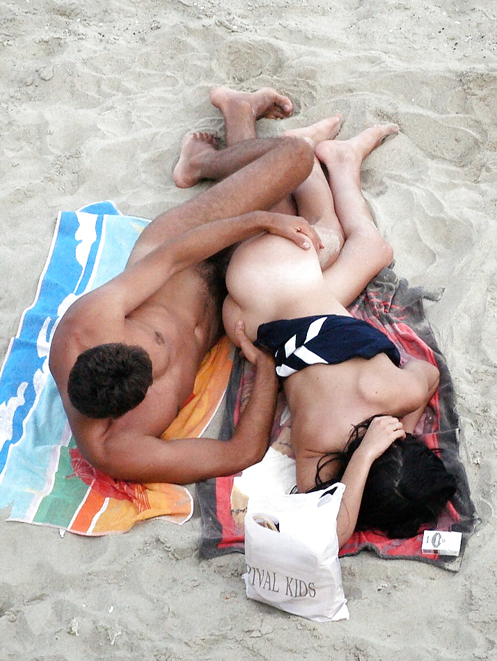 comic-people-having-sex-on-the-beach-nude-gif-vilags