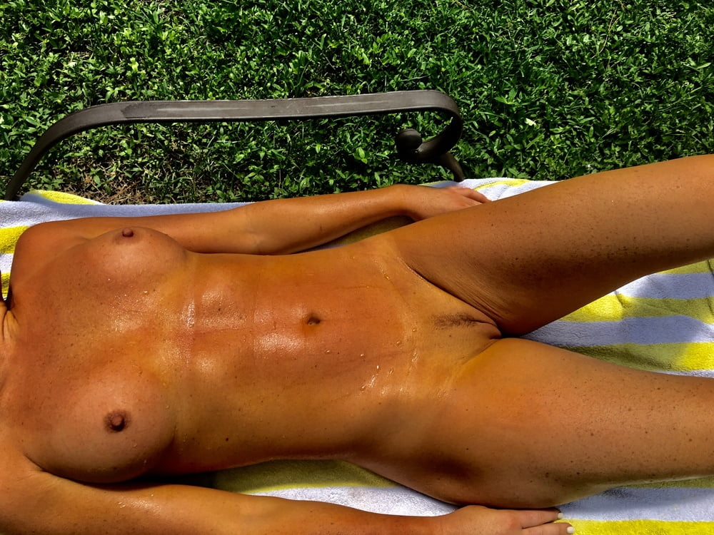 Naked females outside-3376