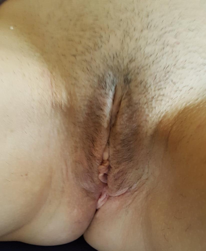 She sent on the phone - 28 Pics