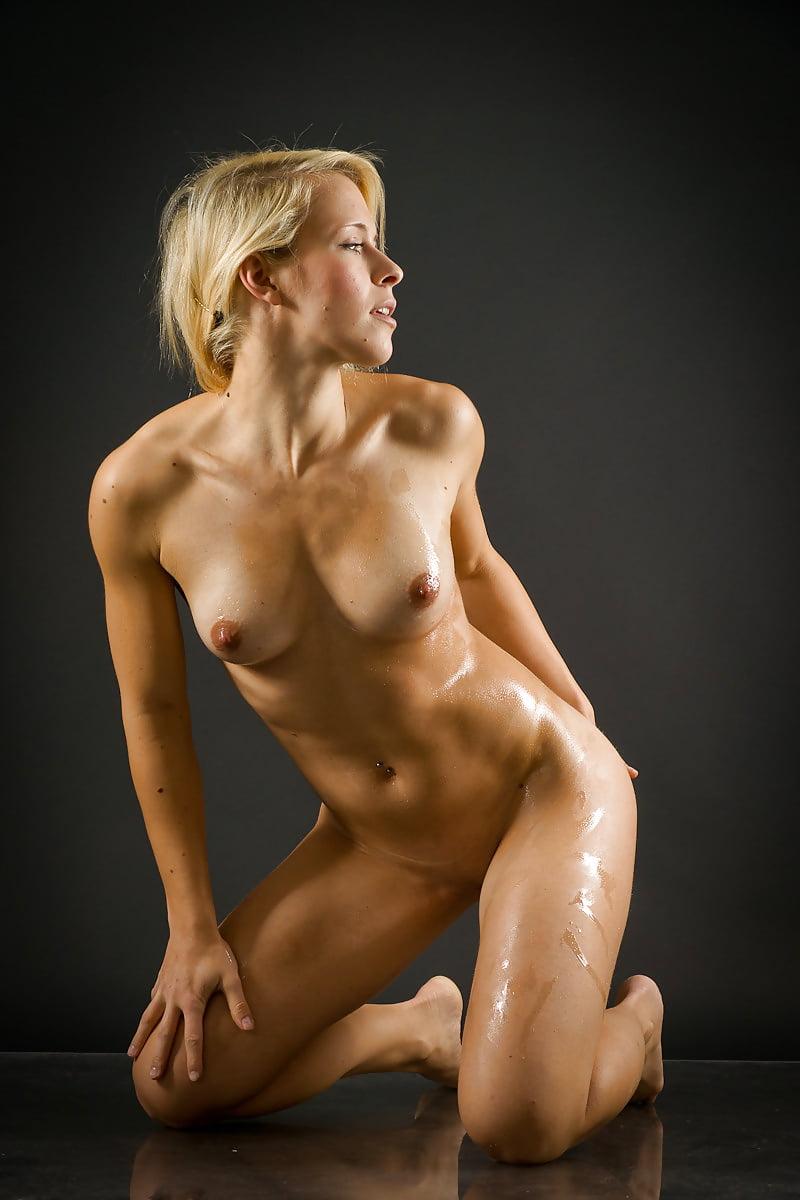 fitnes-modeli-golie-devushek-chto-eto-za-porno