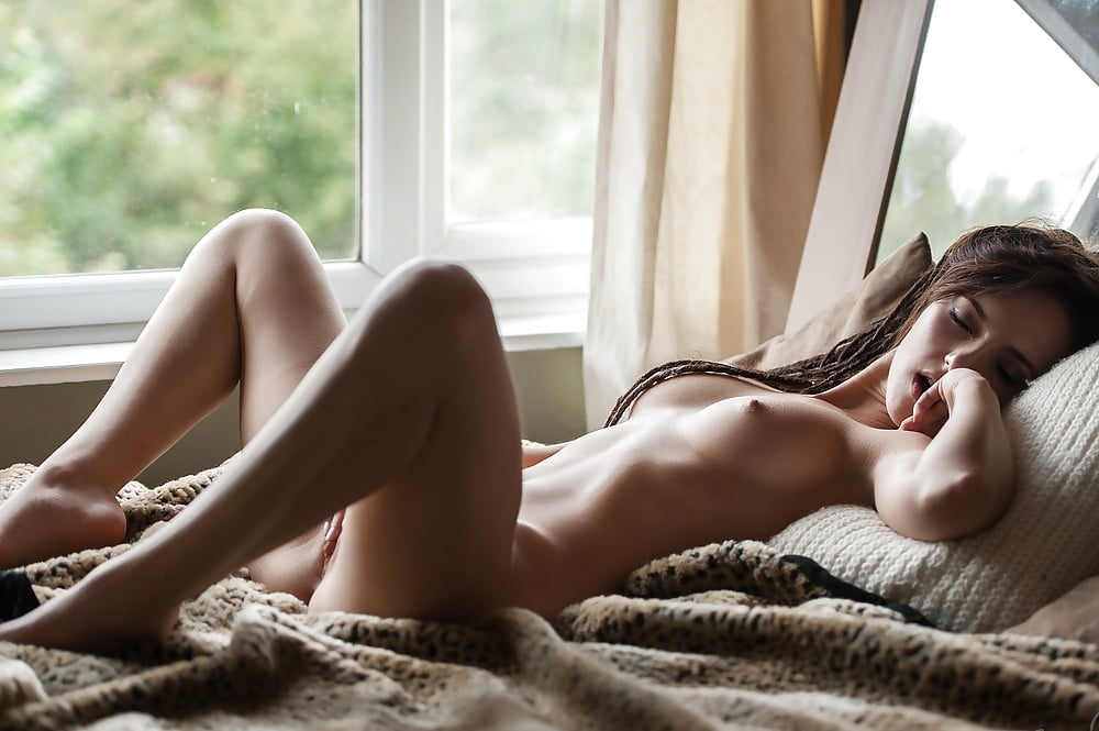 woman-in-bed-naked
