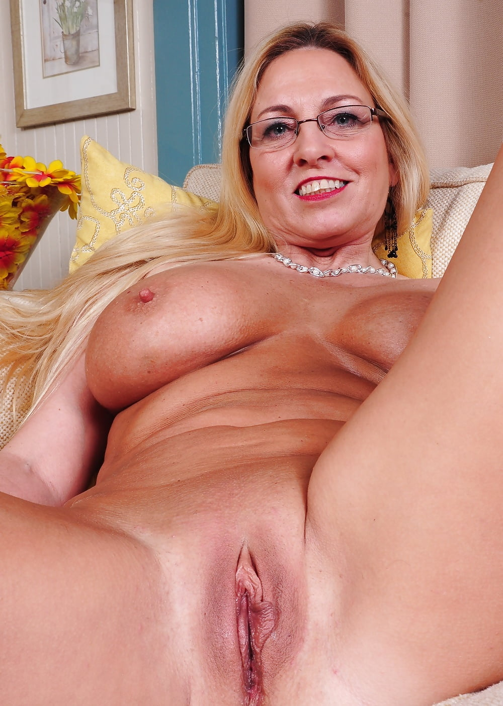Mature Mom Pussy Shaved