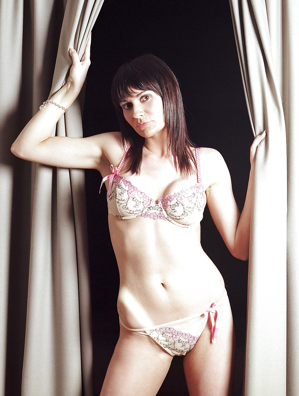 Lucy Pargeter Nude Photos 100
