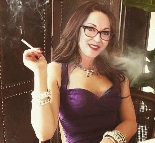 Sexy smoking ladies- 5 Pics