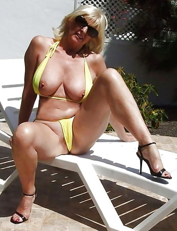 Naked photo Free blonde blowjobs