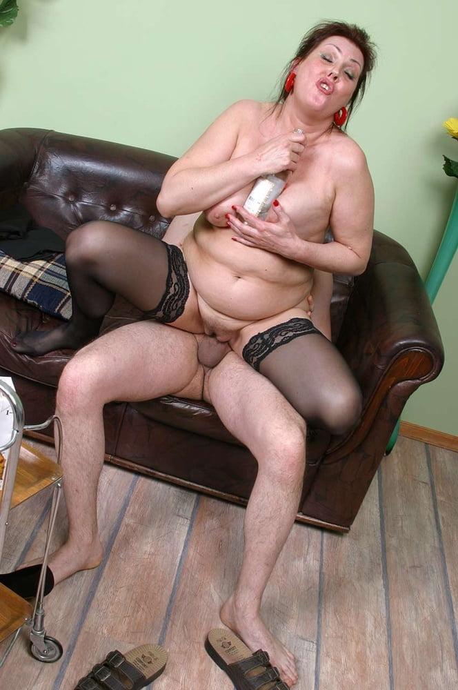 Mature drunk slut — photo 1