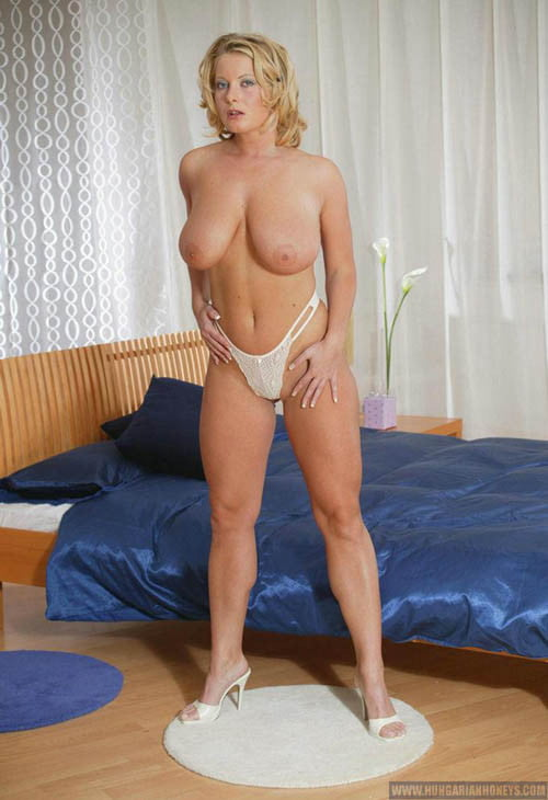 Connie Reveals Her Smooth Erotic Pics HQ