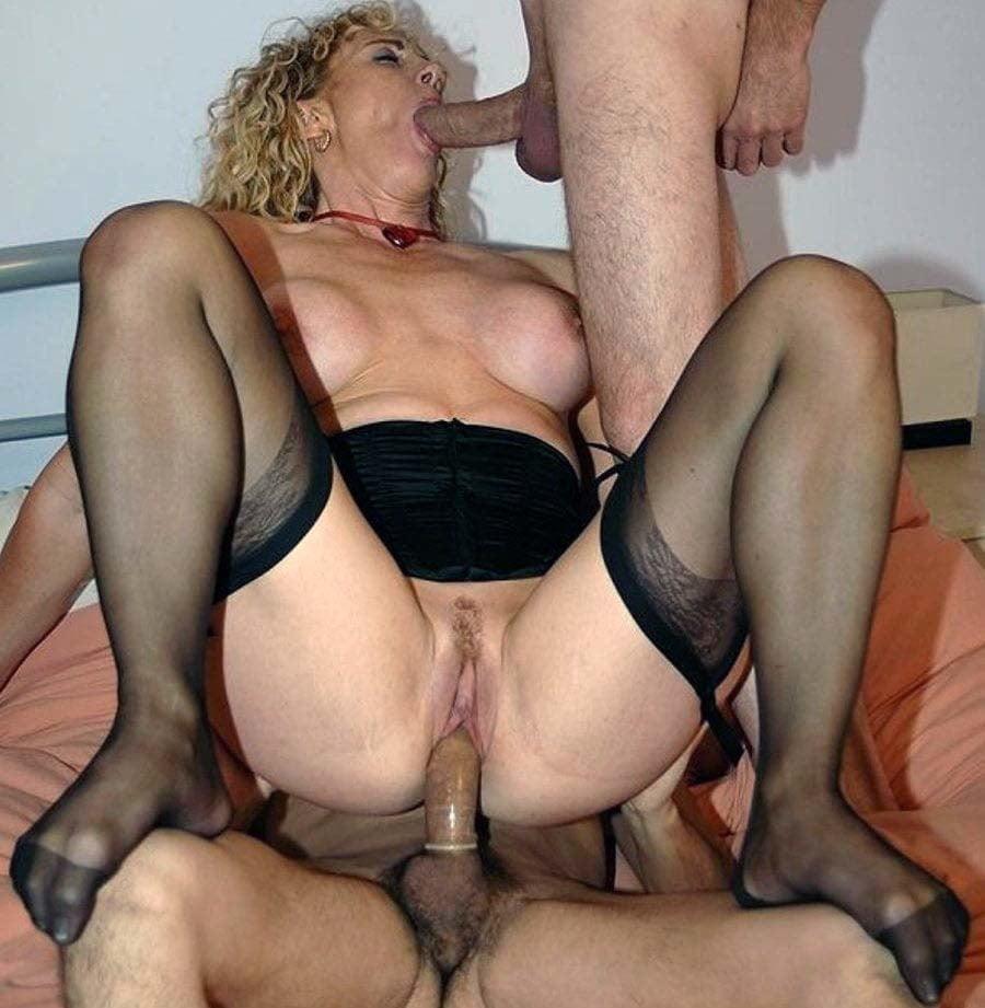 секс в троем зрелые женщины фото галереи анальный