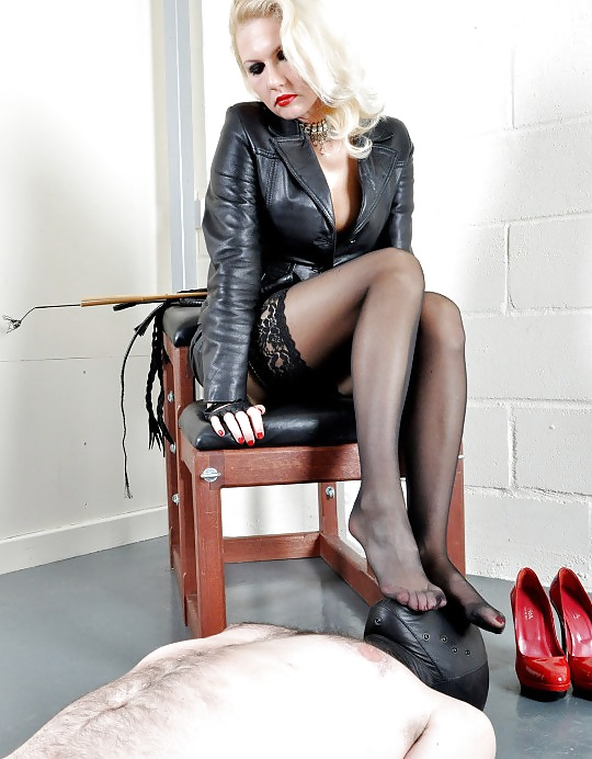 mistress-female-domination-feet-stockings-pornstar-look-alike-miley-cyrus