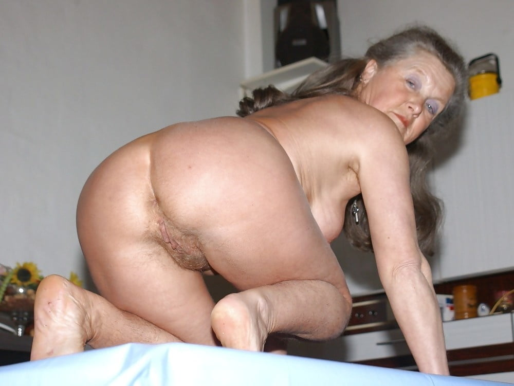 Nude mature ass sex — photo 11