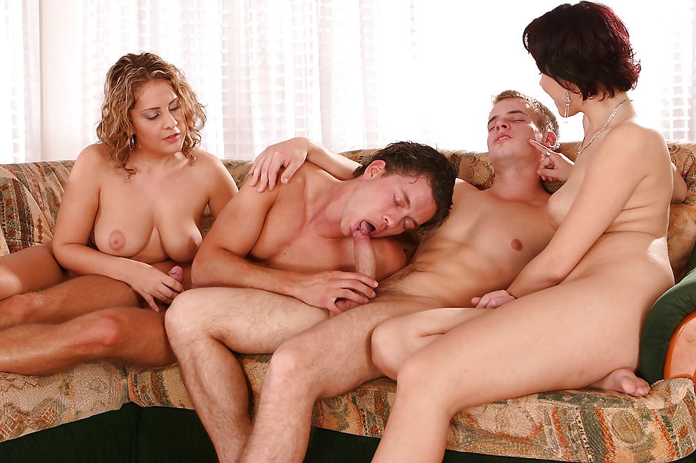 bisexualamateur-porn-girl-with-three-breasts-porn