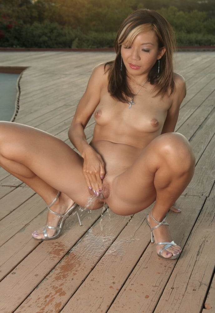 naked-asian-girls-squatting-flashdance-strip-club-new-york