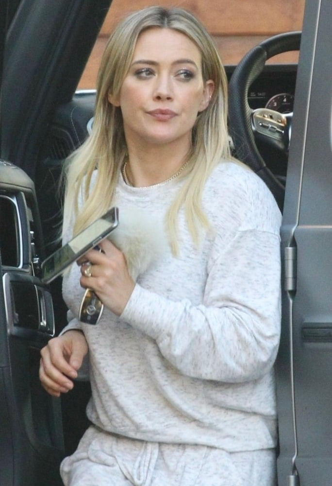 Hilary duff the hottest mom ever